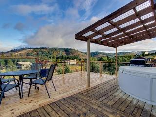 Intimate home for two w/deck & Columbia Gorge views! - White Salmon vacation rentals