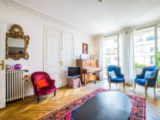 3 bedrooms family flat near Champs Elysées - Paris vacation rentals