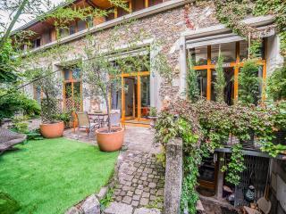 Spectacular/Comfort, Huge Atelier Loft with Garden - Paris vacation rentals