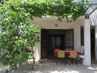 Apartment Ana 1/6+2 - Petrovac vacation rentals