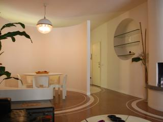 easyhomes Cinque Giornate - 2 bedrooms, for 4 pp - Milan vacation rentals