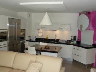 Appartement climatisé avec jardin F365 - Saint-Maxime vacation rentals