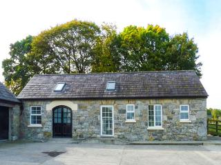 THE STONE HOUSE, detached, ground floor, WiFi, pet-friendly, stabling available, Loughrea, Ref. 18753 - Loughrea vacation rentals