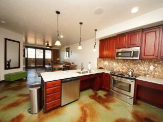 Nice 2 bedroom Apartment in Moab with Parking - Moab vacation rentals