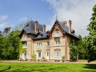 Nice Castle with Housekeeping Included and Television - Gauciel vacation rentals