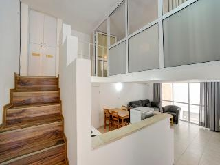 Duplex with Terrace 2 minutes from the beach (8+9) - Tel Aviv vacation rentals