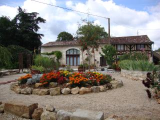 Stunning French Country Holiday Home with pool - Saint-Aulaye vacation rentals
