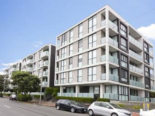 Lighter Quay Apartment One Bedroom with Carpark, Auckland - Auckland vacation rentals
