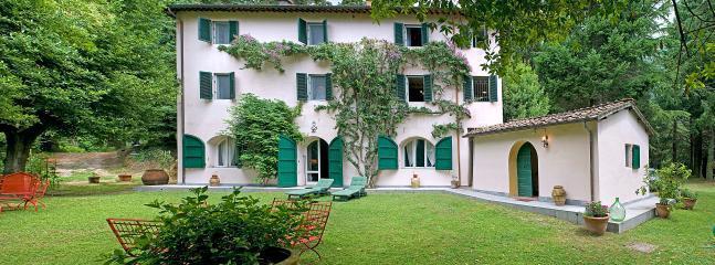 Villa Vivace vacation holiday large villa rental italy, tuscany, camaiore, versilia, near beach, pool, wi-fi internet, short term lon - Image 1 - Camaiore - rentals