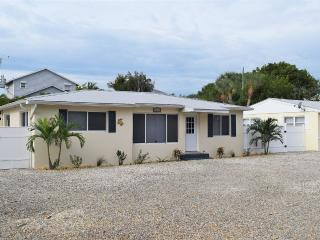 Bright House with Internet Access and A/C - Fort Myers vacation rentals