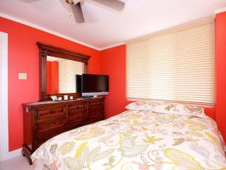 2 bedroom Condo with Television in Kingston - Kingston vacation rentals