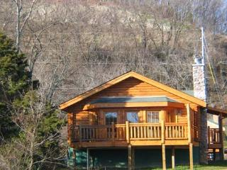 2 bedroom Cabin with Fireplace in Pigeon Forge - Pigeon Forge vacation rentals