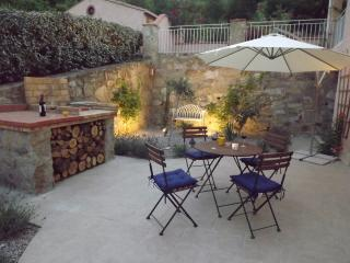 Elegant Studio Mimosa, pool, wifi, garden, parking - Clara vacation rentals