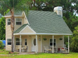 2 bedroom House with Housekeeping Included in Oak Hill - Oak Hill vacation rentals