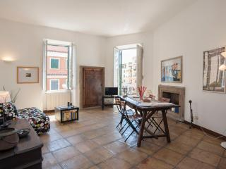 NEW! Top Location, Unique Style, Spacious, Transports at your Doorstep - Roma vacation rentals