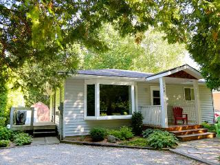 Lovely Cottage with Deck and Internet Access - Southampton vacation rentals
