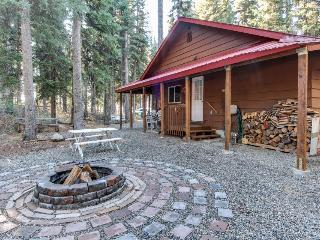 Cozy cabin one block to Payette Lake w/dock & boat parking! - McCall vacation rentals