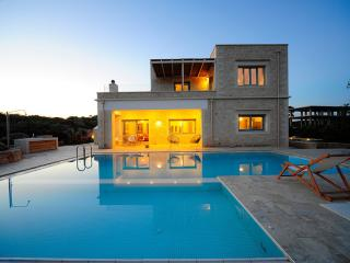 Luxurious 4-bedroom villa in Akrotiri - Akrotiri vacation rentals