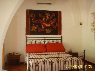 Bright 3 bedroom Maruggio Bed and Breakfast with A/C - Maruggio vacation rentals