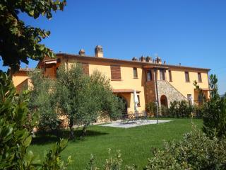 Agriturismo Scaforno: appartamento Rosa - Rosignano Marittimo vacation rentals