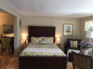 Elegant Garden Retreat $79 - Vista vacation rentals