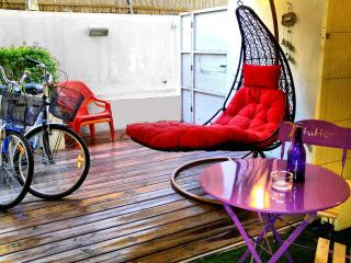 ✌ 23 STEPS TO TRUMPELDOR BEACH! + 2 Bikes & Porch - Tel Aviv vacation rentals