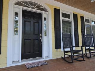 Bright 4 bedroom House in Pawleys Island with Deck - Pawleys Island vacation rentals