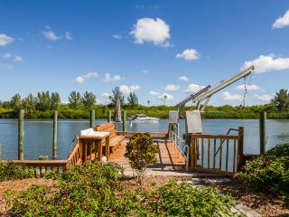 WATERFRONT BOATERS DREAM 2br/3ba Pets OK - Redington Shores vacation rentals