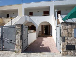 2 bedroom Cottage with A/C in Torre Dell'Orso - Torre Dell'Orso vacation rentals