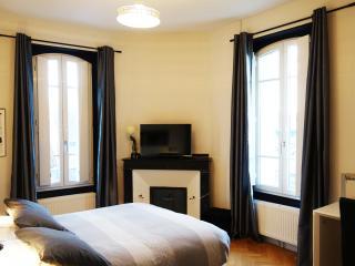 Chambre noire et blanche Maison du Petit bassin - Auterive vacation rentals