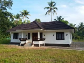 Nice 2 bedroom Alappuzha House with Internet Access - Alappuzha vacation rentals