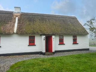 NO. 9 TIPPERARY THATCHED COTTAGES, semi-detached, open fire, character features, in Puckane, Nenagh, Ref 916653 - Nenagh vacation rentals