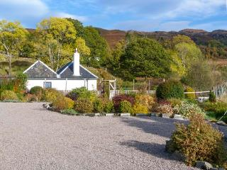 THE OLD SAWMILL, beautiful gardens and surrounding scenery, WiFi, Sky TV, ground floor cottage, in Glenborrodale, Ref. 927795 - Glenborrodale vacation rentals