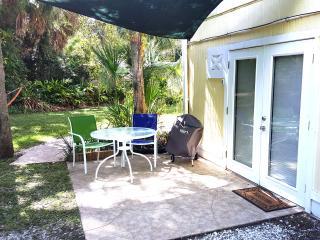 NEW Siesta Key Efficiency Apt  0.8 miles to Beach - Siesta Key vacation rentals