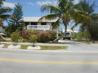 BEAUTIFUL WATERFRONT HOME 5 MIN WALK TO THE BEACH - Marathon vacation rentals