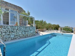 2 bedroom Villa with Internet Access in Maslinica - Maslinica vacation rentals