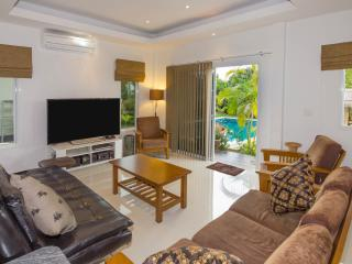 Modern Thai luxury 2 bed villa with Western standa - Ban Bueng vacation rentals
