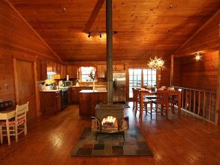 Black Bear - Perfect Family Cabin! Sleeps up to eight with spacious living, dining, and kitchen area! - Chatsworth vacation rentals