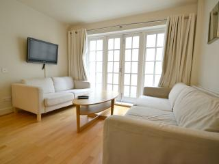 Beautiful Two Bedroom, Two Bathroom Apartment - London vacation rentals