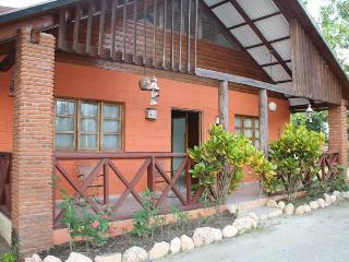 Perfect 3 bedroom Jarabacoa Guest house with Internet Access - Jarabacoa vacation rentals