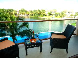 CONDO VIEW LAGOON AND BEACH 3 MIN WALKING - Puerto Aventuras vacation rentals
