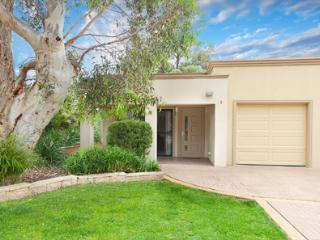 Cozy 3 bedroom Villa in Lake Hume Village with Internet Access - Lake Hume Village vacation rentals