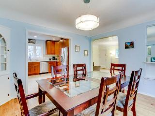 Charming unit blocks from Hyde Park and Camel's Back Park with 4 shared bikes! - Boise vacation rentals