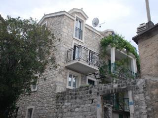 35137 A2 Gornji (2+2) - Baska Voda - Baska Voda vacation rentals