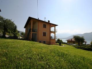 Comfortable 3 bedroom Vacation Rental in Mezzegra - Mezzegra vacation rentals