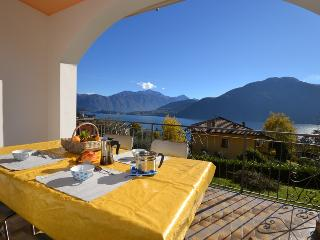 Comfortable Condo with Internet Access and Dishwasher - Mezzegra vacation rentals