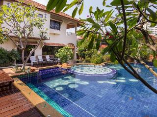 LARGE SWIMMING POOL WITH JACUZZI AND KIDS POOL - Jomtien Beach vacation rentals