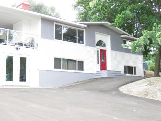 Full House - Lake View - Hot tub - Dog Friendly - Kelowna vacation rentals