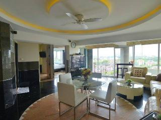 2 bed luxus condo nice view over Chiang Mai - Chiang Mai vacation rentals