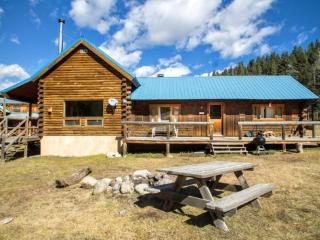 Wiggins` Cabin - Upper Valley Home with River Access, Fire Pit, Satellite TV, Washer/Dryer - Red River vacation rentals